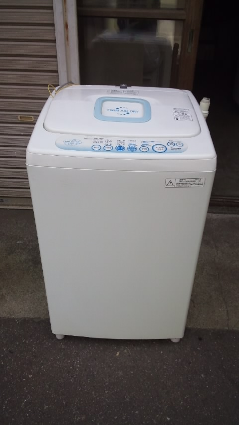 東芝製の冷蔵庫(AW-42SJ)