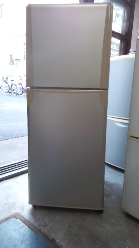 東芝製の冷蔵庫(GR-T14T)