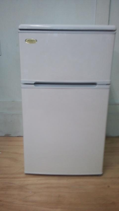 アビテラックス製の冷蔵庫(AR-85)