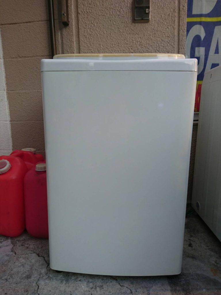 サンヨー製の洗濯機(ASW-B60V)の正面
