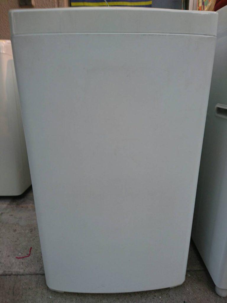 ハイアール製の全自動洗濯機(JW-K42K)の正面