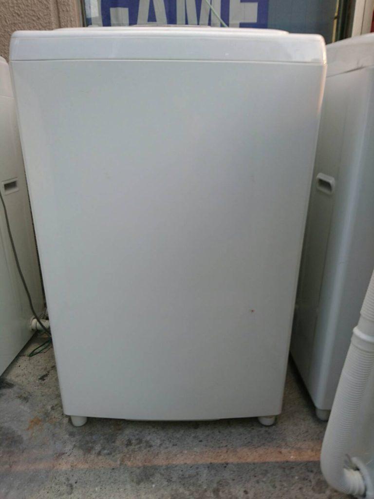 東芝製の洗濯機(AW-205)