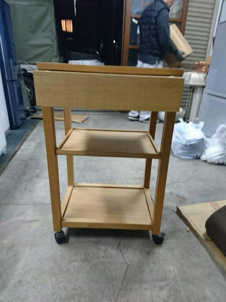 木製のサイドテーブル