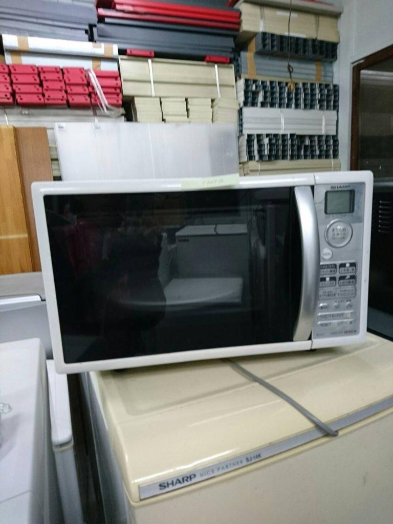 シャープ製の電子レンジと洗濯機