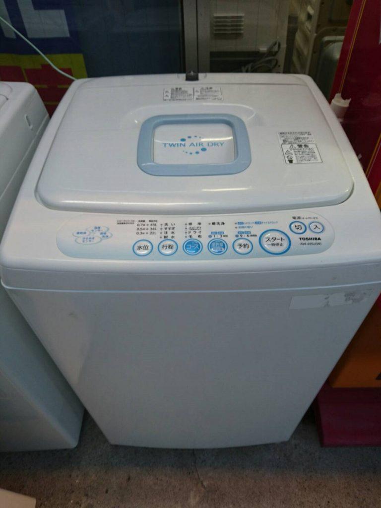 東芝製の全自動洗濯機(AW-42SJ)