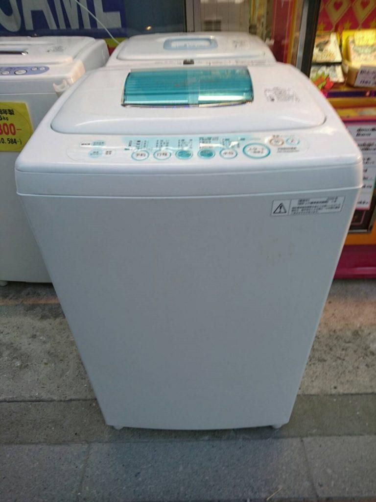 東芝製の電気洗濯機(AW-205)