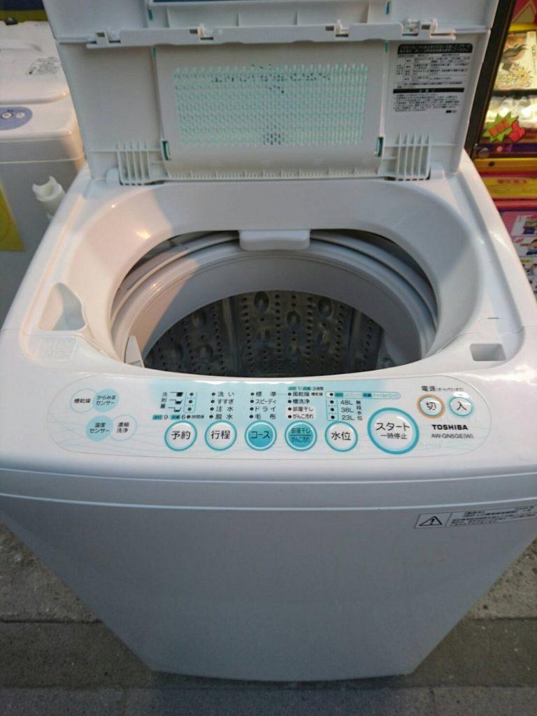 東芝製の電気洗濯機(AW-205)の機能の室内