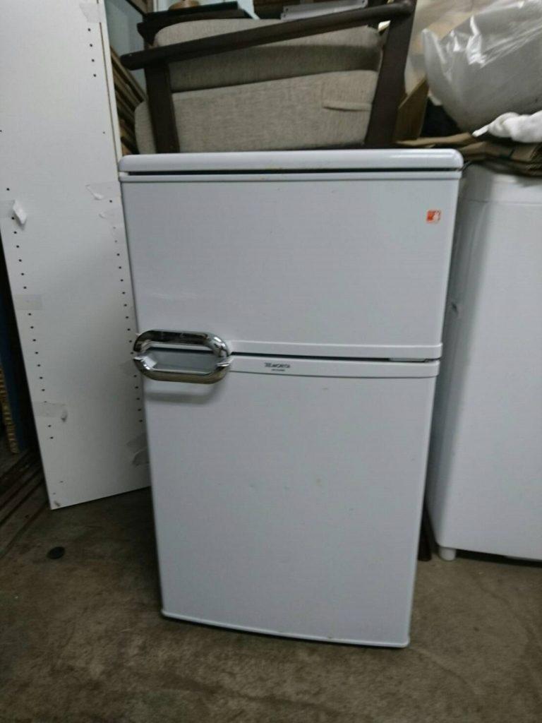 モリタ製の冷凍・冷蔵庫(MR-D09BB)