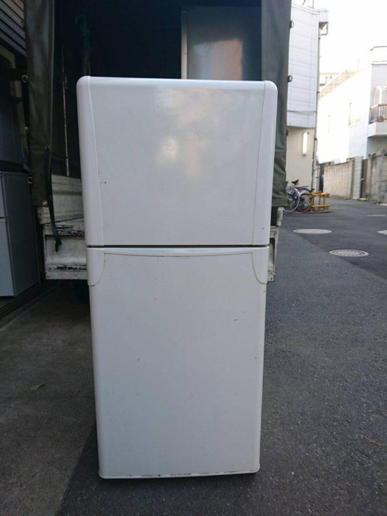 東芝製の冷蔵庫(YR-12T)
