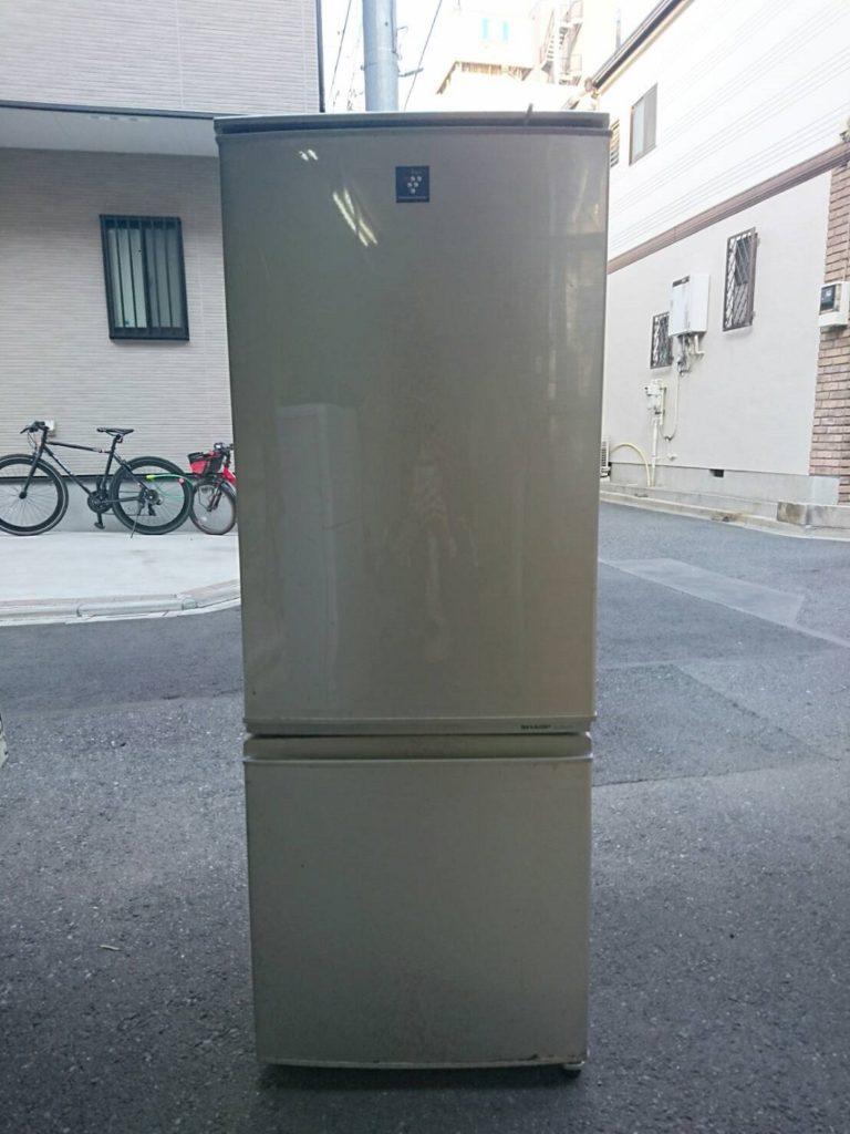 シャープ製の冷凍・冷蔵庫(SJ-PD17T-N)