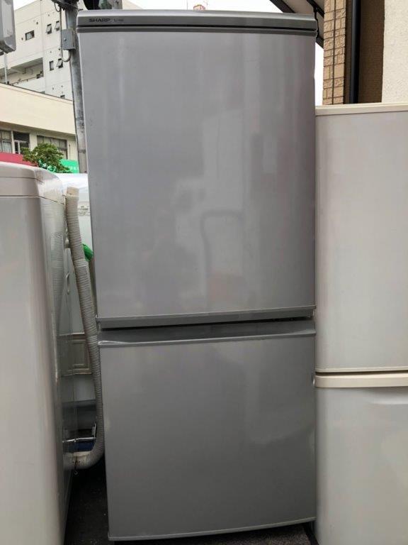 シャープ製の2ドア冷蔵庫(SJ-14M-S)