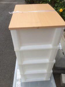 プラスチックの収納ボックス