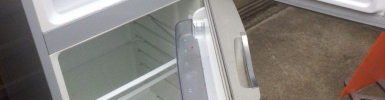 東京都渋谷区恵比寿にて冷蔵庫や収納用プラスチックケースなどの不用品の回収