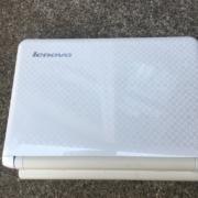 レノボ製のノートパソコン