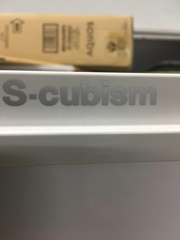 エスキュービズムのロゴ