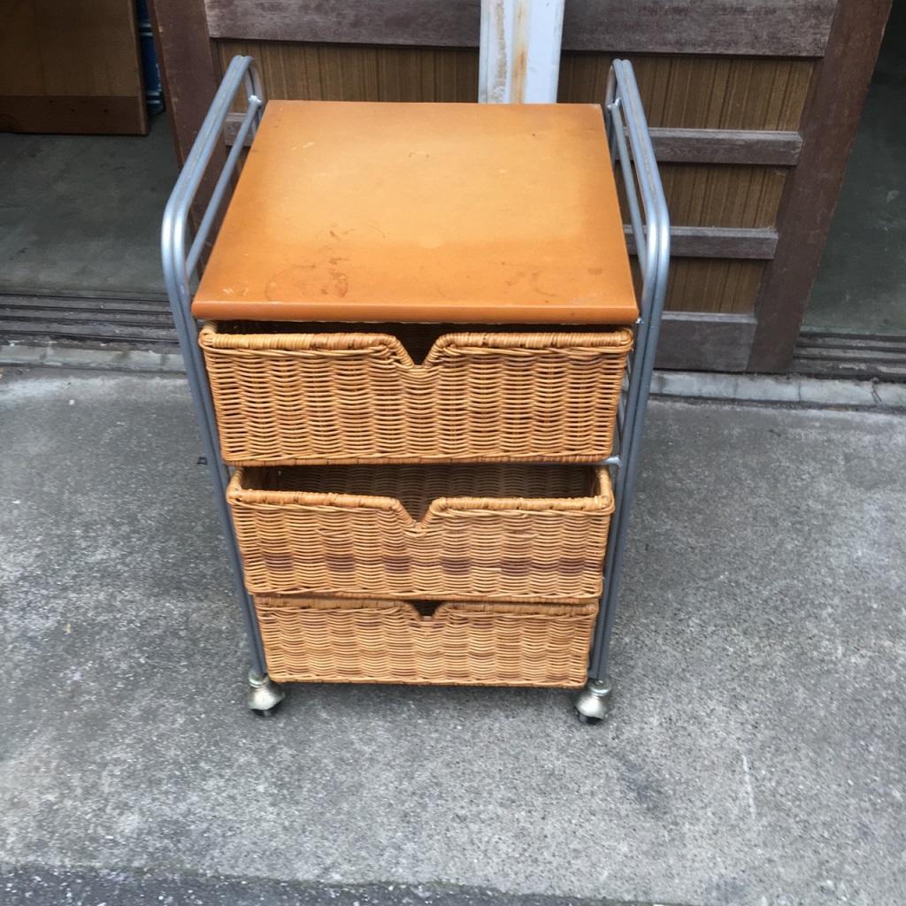 3段ワゴン式の収納ボックス
