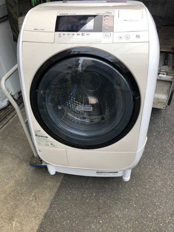 ドラム式洗濯機の正面