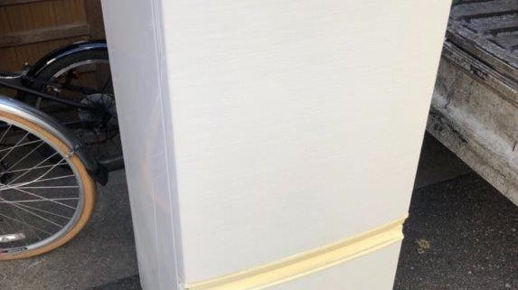 シャープ製の冷蔵庫