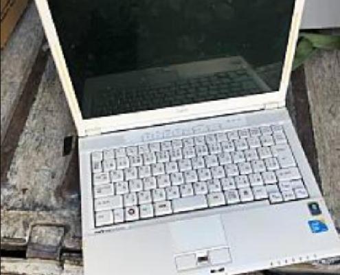 富士通製のノートパソコン