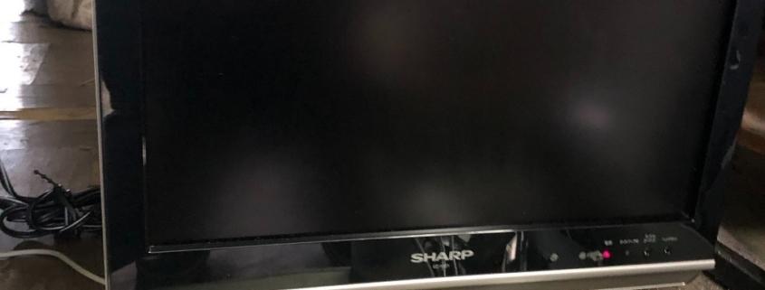 画面割れで壊れた液晶テレビ(シャープ)